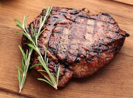 Rezanje goveđih trupova za trgovinu