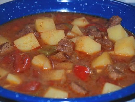 ricetta goulash di manzo ungherese
