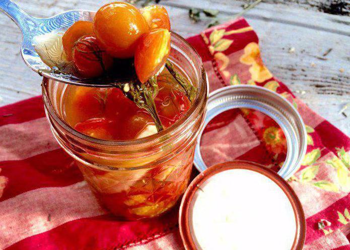 insalata di pomodori rossi per l'inverno