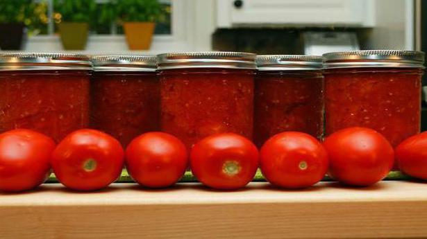 deliziosa insalata per l'inverno di pomodori