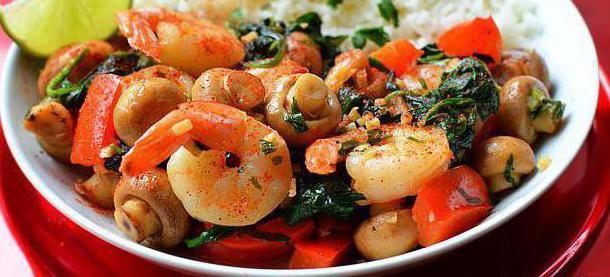 salata s škampima i gljivama