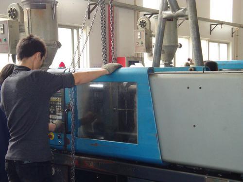 attrezzatura per lo stampaggio ad iniezione
