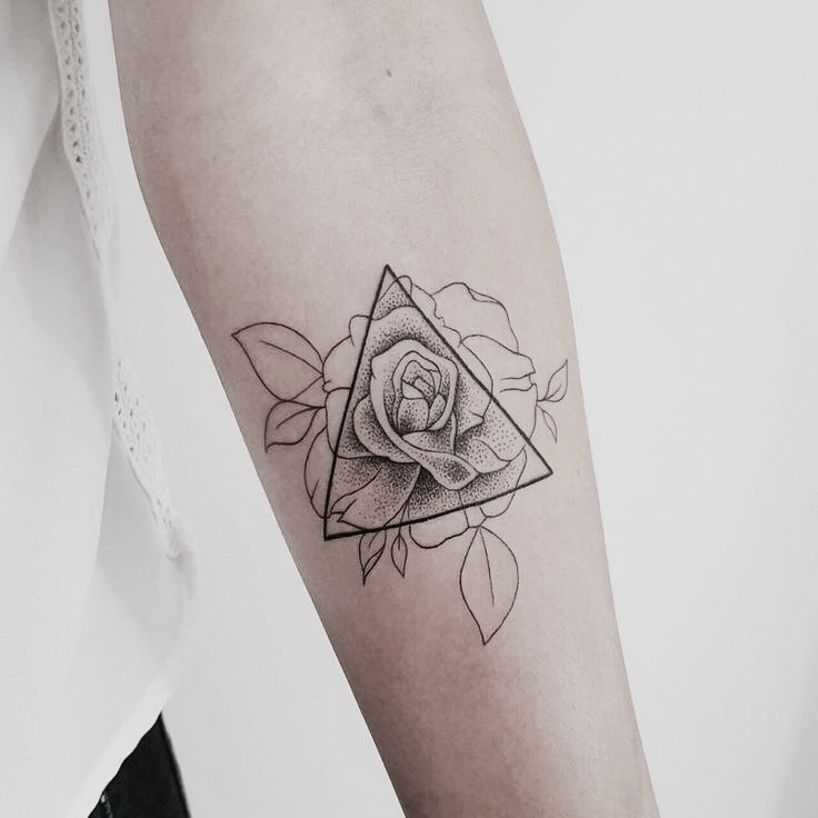 Tatuaggio triangolo femminile