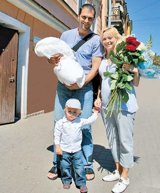 Elena Berezhnaya sa suprugom i djecom