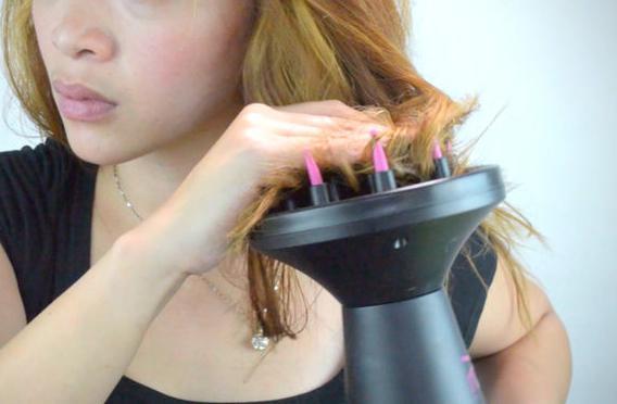 Come asciugare i capelli con un diffusore