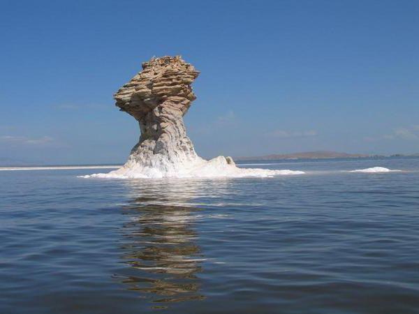 scomparendo il lago urmia in iran