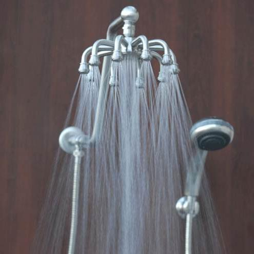 kopalnica z deževno prho in razgledi