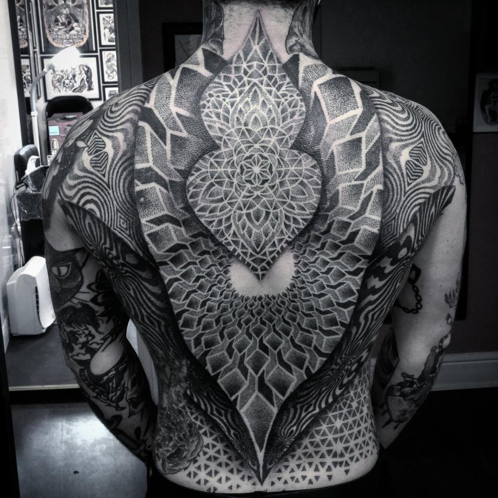 Dokatk tattoo na celotnem hrbtu
