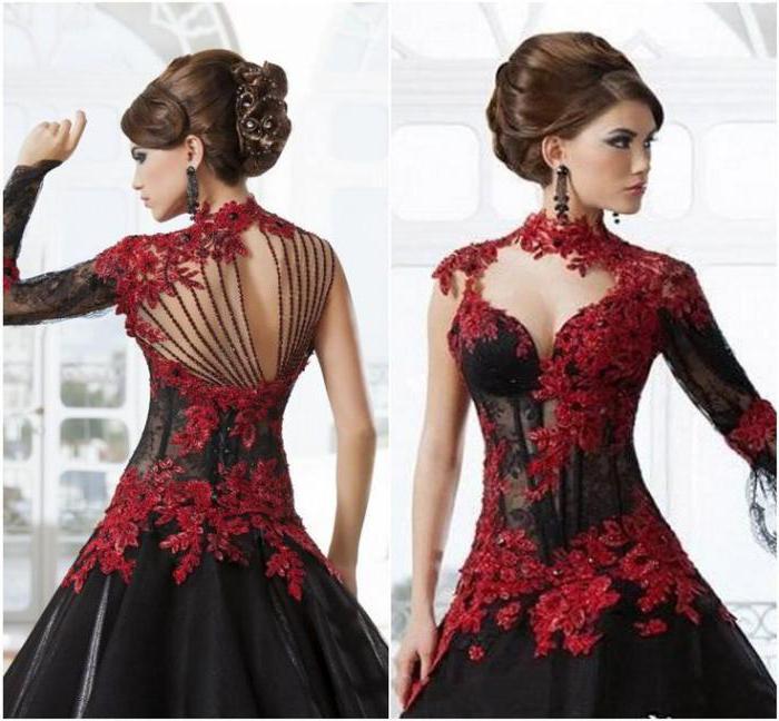 červené šaty s černými punčochami