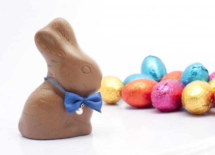 Easter Bunny con le sue mani