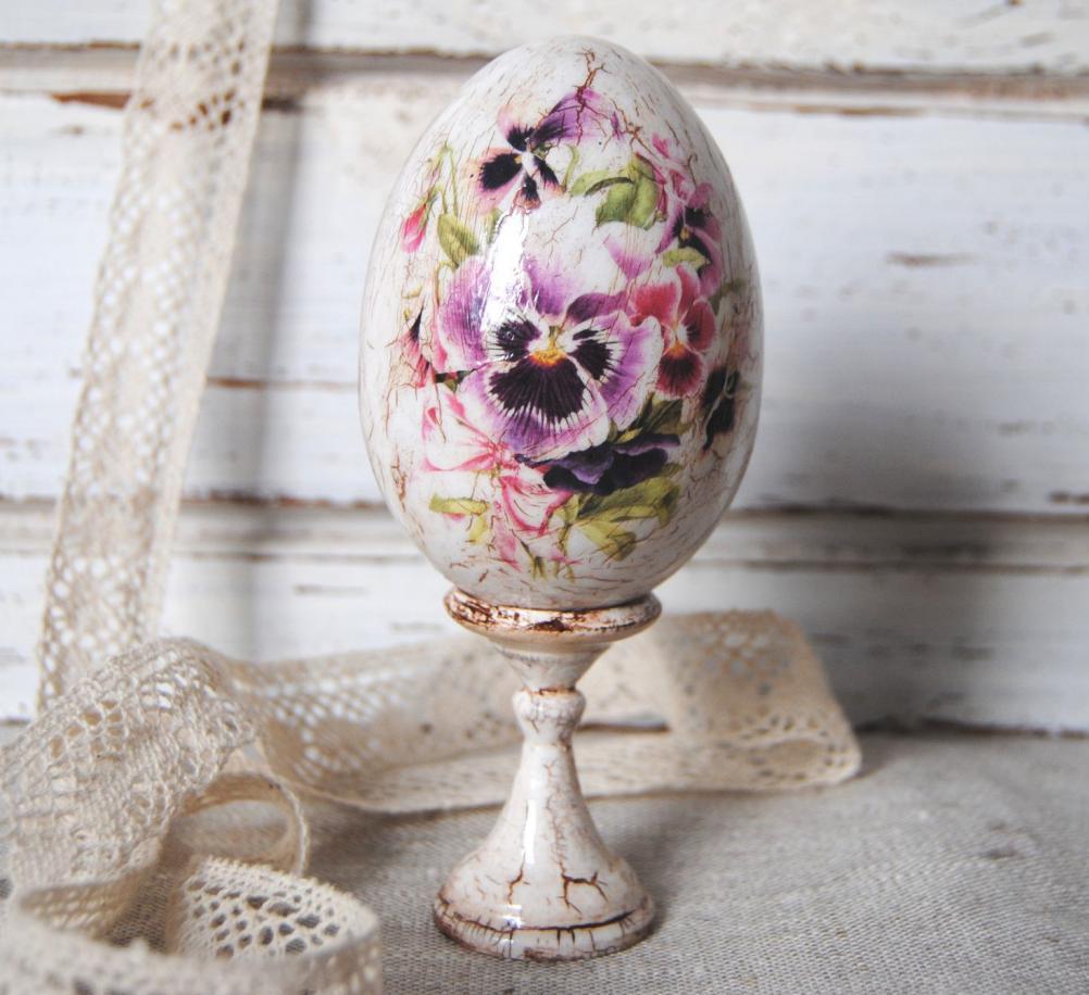 decoupage di semi-antiche uova di Pasqua