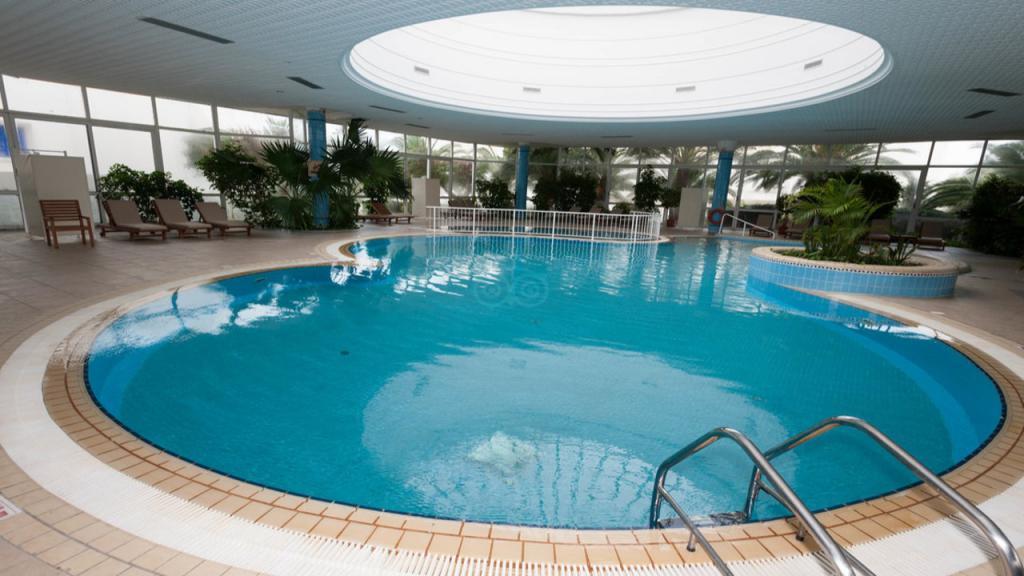 Закрит басейн на двореца El Mouradi
