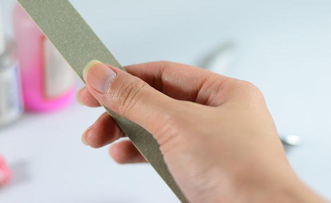 Manicure non tagliata europea