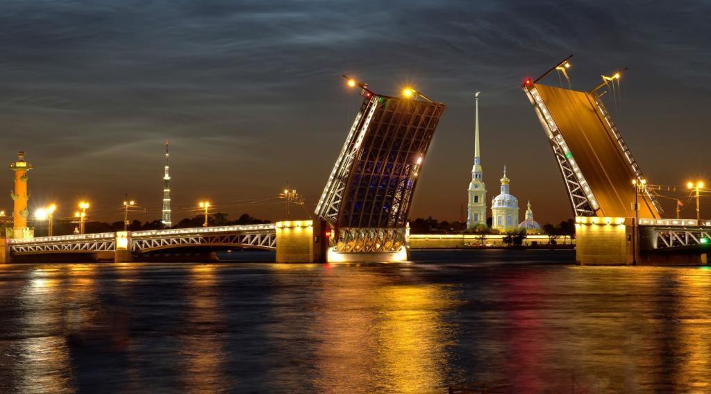 ponti levatoi a San Pietroburgo