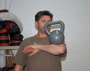 esercizio con peso 24 kg