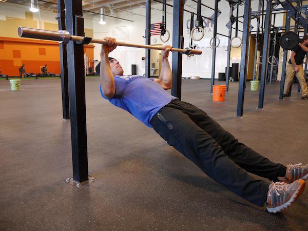 esercizi nella sala per la schiena
