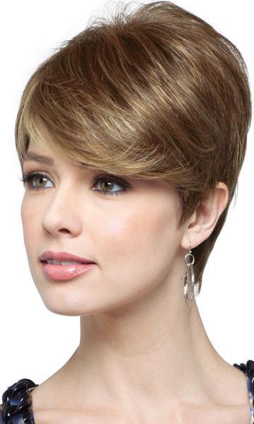 Acconciatura alla moda per capelli medi