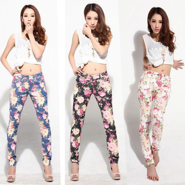 шта носити са цвјетним панталонама
