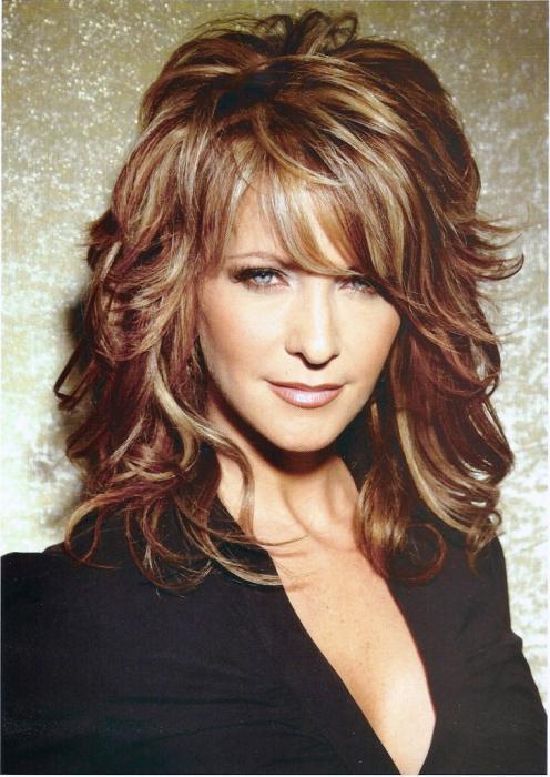 tagli di capelli femminili di media lunghezza con frangetta