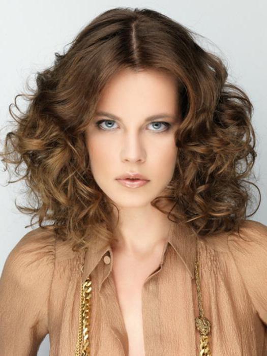 tagli di capelli di media lunghezza femminile