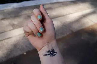 женска тетоважа на руци