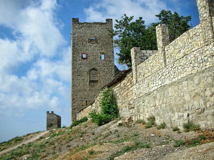 Genovska trdnjava Teodozijova gradbena zgodovina