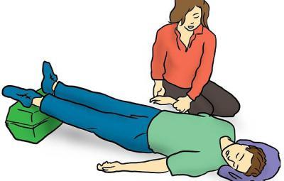 първа помощ за токов удар в залата за физиотерапия