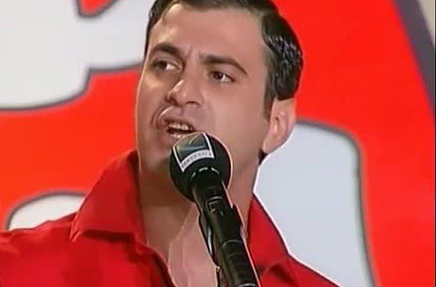 Garik Martirosyan con un microfono