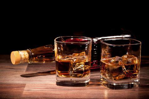 bicchieri di whisky