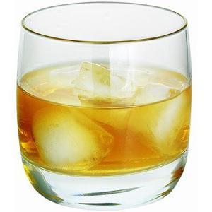 bicchieri di cristallo di whisky