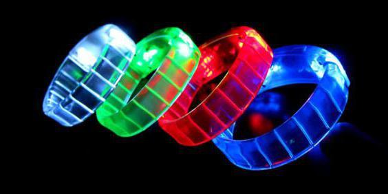 braccialetto di gomma luminosa