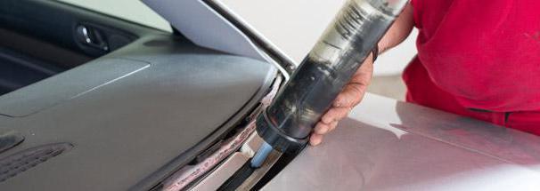 Sigillante adesivo per automobili
