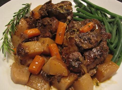 Stufato di patate con carne di maiale