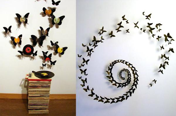 farfalle con le mani sul muro
