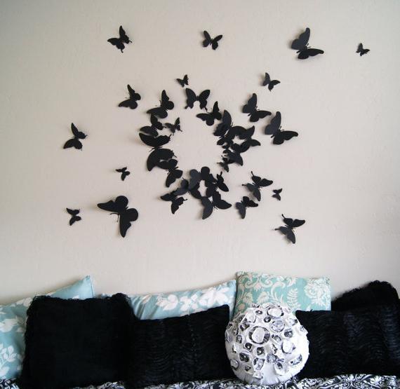 farfalle sul muro con le proprie mani