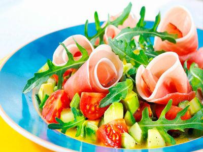 Грчка салата са лососом