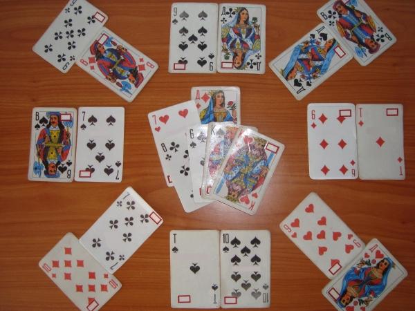 Предполагам, че играят карти