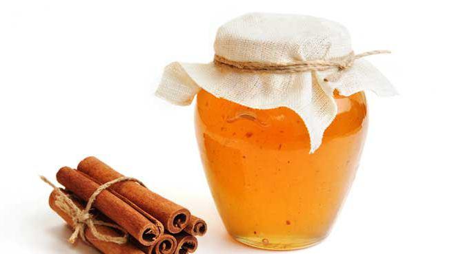 maschera alla cannella con miele per schiarire i capelli