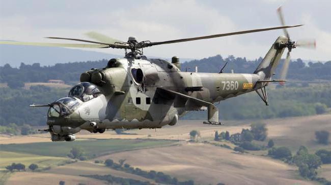 vrtulník letí rychlostí