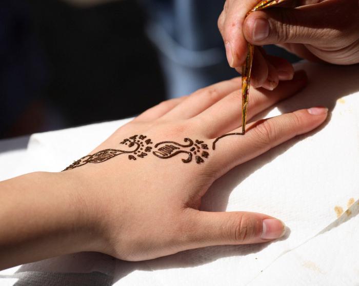 come fare un tatuaggio all'henné