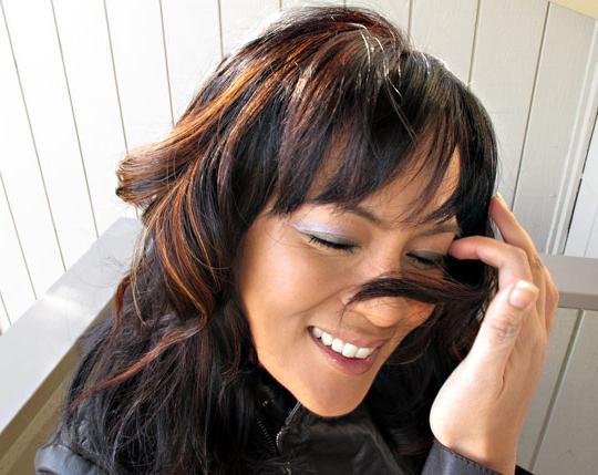 poudarjanje obarvanih temnih las