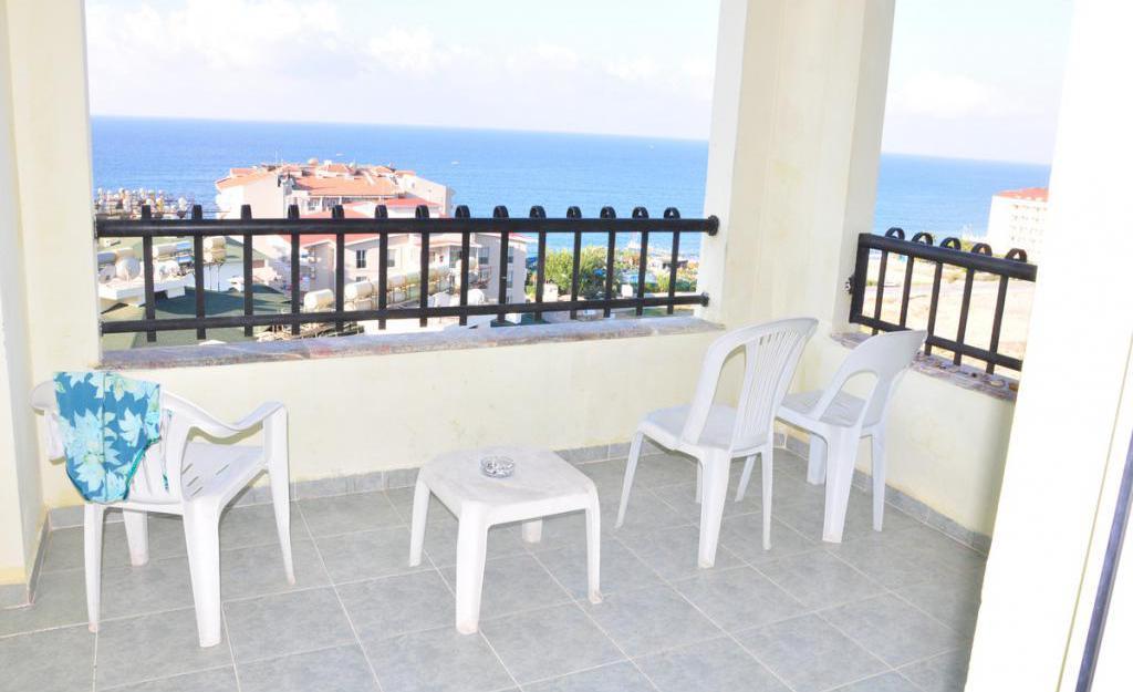 просторен балкон на хотела