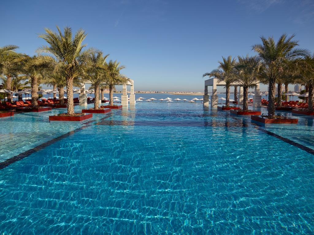 Поглед на базен
