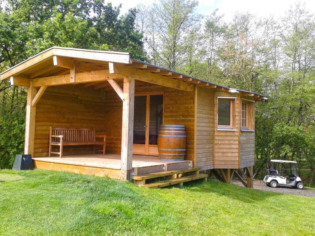 casa di legno su palafitte