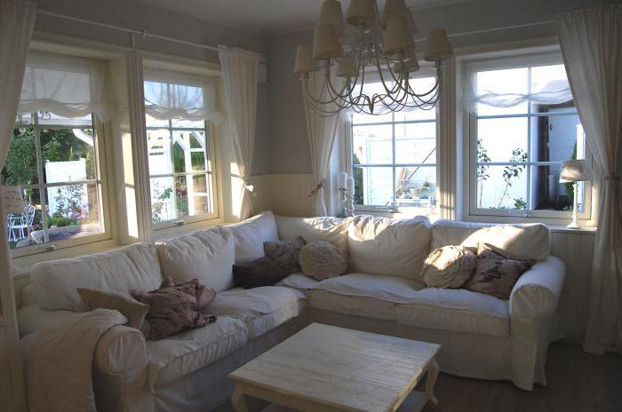 casa con vetrata e mansarda