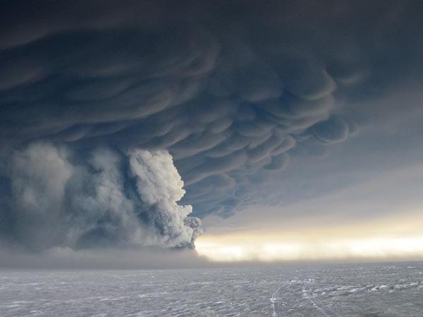 узроци вулканских ерупција