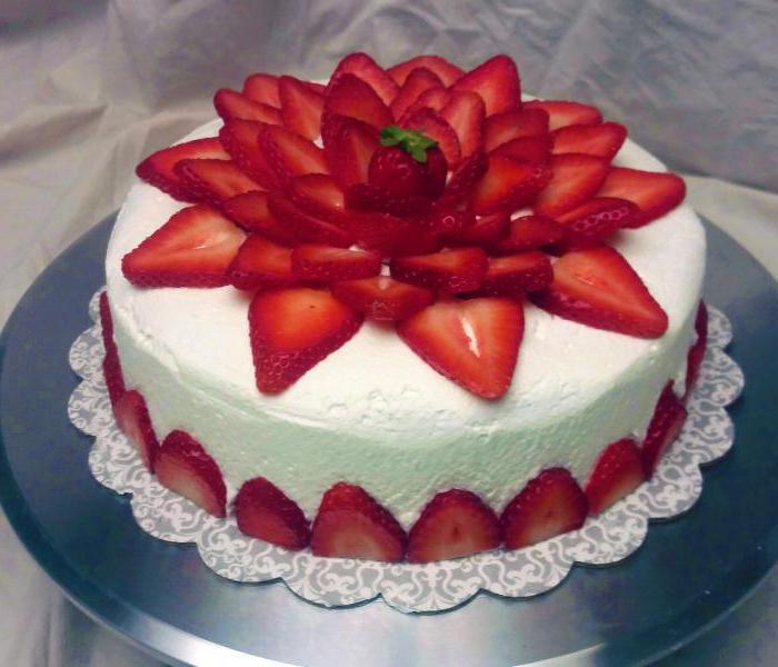 ozdobić ciasto truskawkami