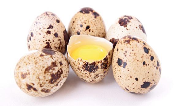 Come mangiare le uova di quaglia crudo