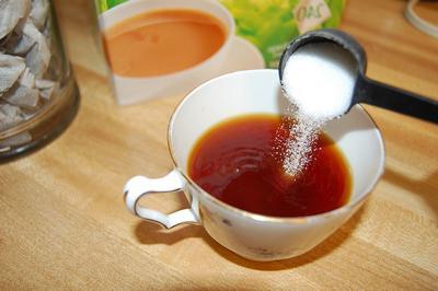 quante calorie nel tè con lo zucchero