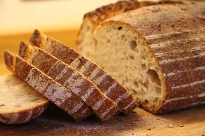 kolik kalorií je v bílém chlebu